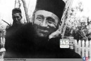 Վարդապետի եզակի լուսանկարներից է, որտեղ նա ժպտում է. այսօր Կոմիտասի 145-ամյակն է~