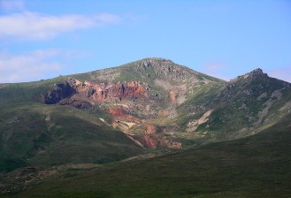 1024px-Mountain_Amulsar,_Armenia.jpg